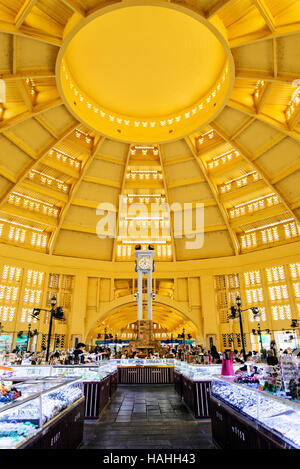 psar thmei old art deco style central market interior in phnom penh cambodia - Stock Photo