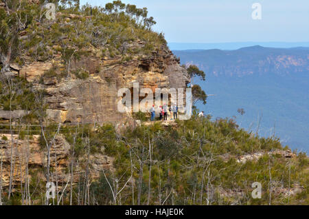 Aerial view of people visiting Prince Henry Cliff Walk in Katoomba over looking at the Jamison Valley in the Blue - Stock Photo