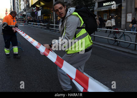 Madrid, Spain. 02nd Dec, 2016. For first time, traffic on the famous Gran Via street of Madrid is restricted to - Stock Photo