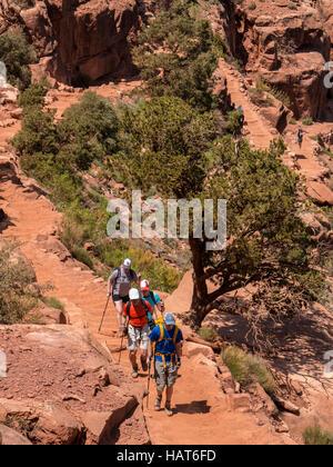 Hikers, South Kaibab Trail, Grand Canyon South Rim, Arizona. - Stock Photo