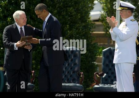 U.S. President Barack Obama presents Secretary of Defense Robert Gates with the Presidential Medal of Freedom during - Stock Photo