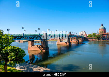 Saint-Pierre bridge and the Hospice de la Grave, Toulouse, Haute-Garonne, France, Europe - Stock Photo