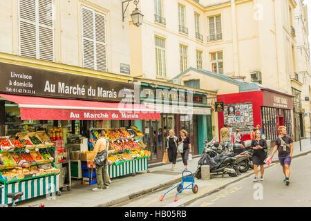 street scene in front of _au marché du marais_, grocery store, marais district - Stock Photo