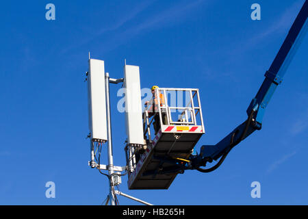 Blackpool, Lancashire, UK. 4th December, 2016. Road closures for Mobile phone and Broadband upgrade. Contractors - Stock Photo
