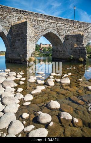 The Romanesque bridge across the River Tormes  at El Barco De Avila with the castle in the background,, Avila Province, - Stock Photo