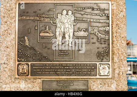 England, Ramsgate. Operation Dynamo memorial, commemorating the Dunkerque evacuation, with unveiling plaque. - Stock Photo