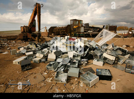 Newly dumped computer parts at a metal recycling company in Austin, Texas. - Stock Photo