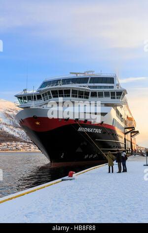 arctic norway hurtigruten midnatsol article
