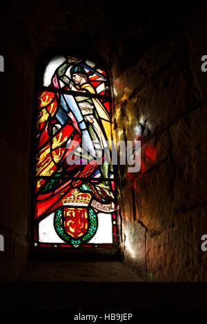 Sunlight streams through stained glass window showing William Wallace inside Saint Margaret's Chapel, Edinburgh - Stock Photo