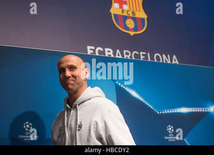 Barcelona, Spain. 5th Dec, 2016. Coach Andre Schubert of Borussia Moenchengladbach walks past a logo of FC Barcelona - Stock Photo