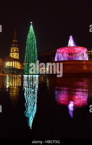London, UK. 5th December 2016. Trafalgar Square Christmas Tree, fountain and reflection, Trafalgar Square, London - Stock Photo