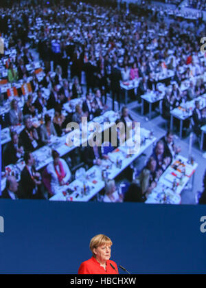 Essen, Germany. 6th Dec, 2016. CDU leader and German Chancellor Angela Merkel speaking at the CDU federal party conference in Essen, Germany, 6 December 2016. Photo: Rolf Vennenbernd/dpa/Alamy Live News