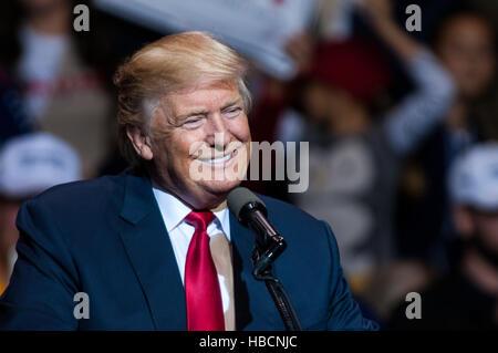 Fayetteville, North Carolina, US. 6th Dec, 2016.  U.S. President-Elect DONALD J. TRUMP addresses the crowd at the - Stock Photo