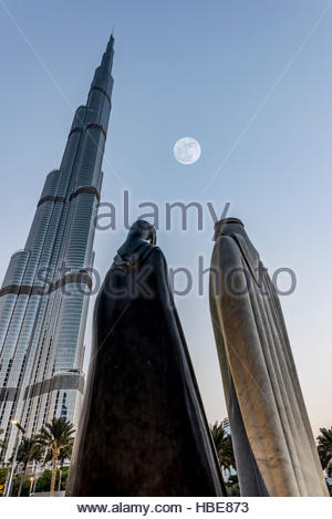 'Together' - The 4.25 meter statues were designed by the Syrian artist Lutfi Romhein - with the Iconic Burj Khalifa - Stock Photo