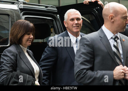 New York, United States. 05th Dec, 2016. Vice President-elect Mike Pence and his wife Karen Pence arrive at Trump - Stock Photo