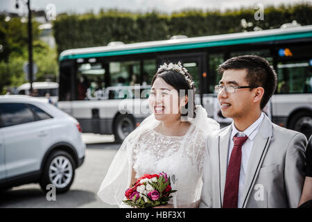 Brides having a romantic moment on their wedding day in Paris, in front of the Eiffel tour - Stock Photo