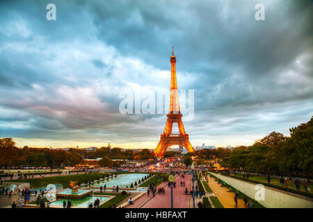 PARIS - NOVEMBER 5: Cityscape with the Eiffel tower and people on November 5, 2016 in Paris, France. - Stock Photo