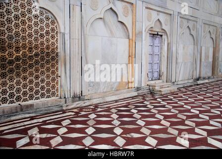 Taj Mahal intricate wall and floor designs with a mixture of Indian, Persian, Islamic and Turkish origin - Stock Photo
