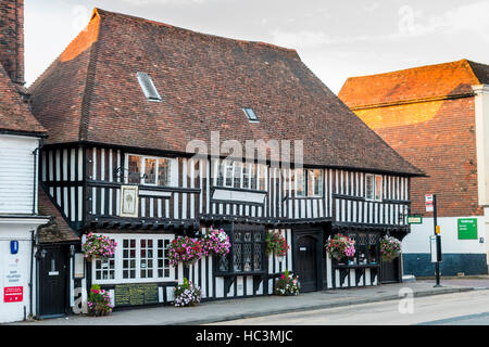 England, Tenterden. 16th century white plaster and black timber building. Wealden Hall House. Was the towns Great - Stock Photo