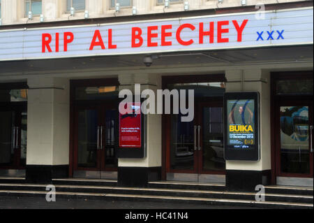 London, UK. 7th December, 2016. Hammersmith Apollo theatre gives tribute to Al Beechey who died recently. Al Beechey - Stock Photo