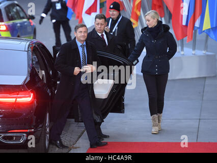 Hamburg, Germany. 8th Dec, 2016. Slovenian Foreign Minister, Karl Erjavec, on his way to the meeting of the OSCE - Stock Photo