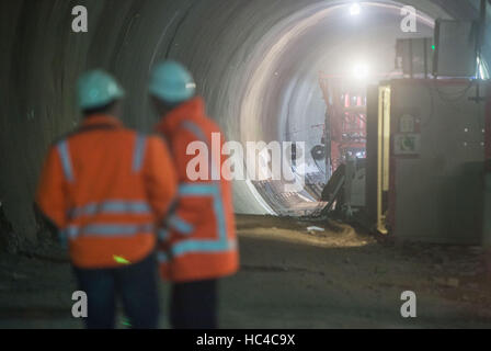 Stuttgart, Germany. 08th Dec, 2016. Construction workers in a tunnel during a tour of the building site where a - Stock Photo