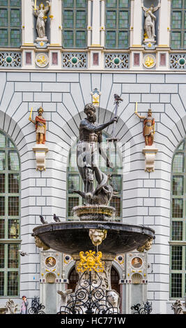 Poland, Pomerania, Gdansk (Danzig), Neptune's Fountain Statue at Long Market (Langer Markt/Dlugi Targ) , Artus Court - Stock Photo