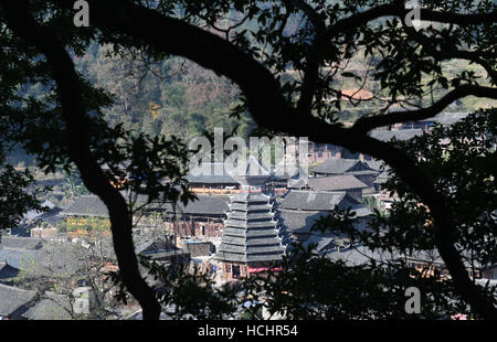Rongjiang. 8th Dec, 2016. Photo taken on Dec. 8, 2016 shows a drum tower at Dali Dong camp in Rongjiang County, - Stock Photo