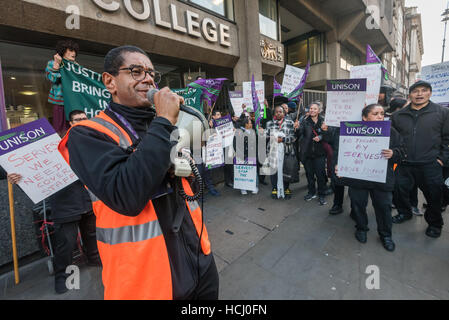 London, UK. 9th December 2016. London UNISON regional organiser Colin Inniss speaks at the protest by cleaners outside - Stock Photo