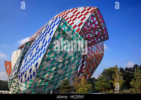 The Louis Vuitton Foundation (architect Frank Gehry) in the Boulonge forest (Bois de Boulogne), Paris, France - Stock Photo