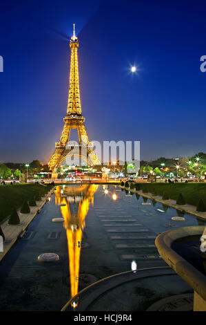 The Eiffel tower reflected in the fountains of the Trocadero gardens, Paris, France. View from Palais de Chaillot. - Stock Photo