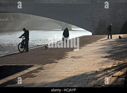 Early morning at the left bank of river Seine, next to Pont de la Tournelle, Paris, France - Stock Photo