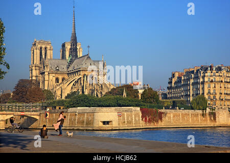 Couple getting photographed in front of The Notre Dame Cathedral, Paris, France. - Stock Photo