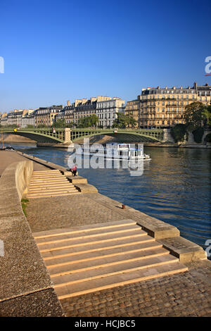 Riverboat passing under Pont de Sully, the bridge that connects Saint-Germaine and Ile Saint-Louis, over Seine river, - Stock Photo