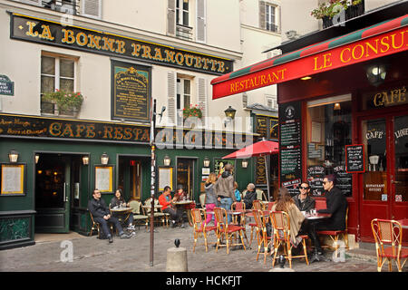 Walking in the picturesque alleys of the 'bohemian' neighborhood of Montmartre, Paris, France - Stock Photo