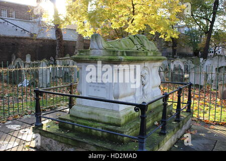 John Bunyan grave in Bunhill Fields burial ground, London - Stock Photo