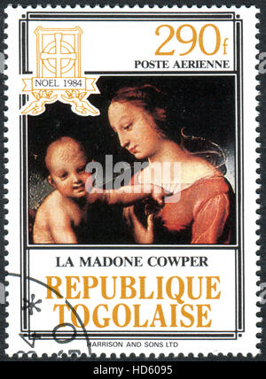 raphael the small cowper madonna The small cowper madonna is a painting by the italian high renaissance artist raphael, depicting mary and child, in a typical italian countryside it has been dated to around 1505, [1] the middle of the high renaissance.