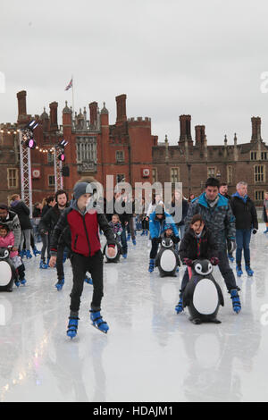 London, UK. 10th December, 2016. Families come to ice skate with the lovely Hampton Court Palace as a backdrop@Paul - Stock Photo