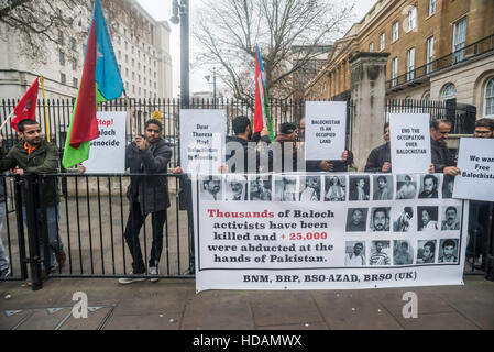 London, UK. 10th December 2016. Balochs who come from the west Pakistan province of Balochistan protest on UN Human - Stock Photo