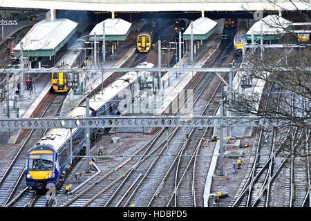 Town Centre Edinburgh Waverley railway station Scotland uk managed by Network Rai) platforms tracks trains on a - Stock Photo