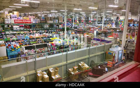 View from the offices above a BJ'S Wholesale Club - Stock Photo