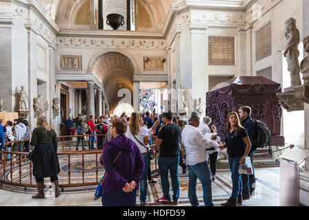 VATICAN, ITALY - NOVEMBER 2, 2016: visitors in Greek-cross Room with a 3rd century mosaic from Tusculum and two - Stock Photo