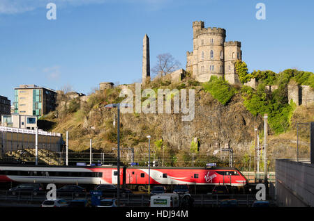 The Governor's House and Martyrs Monument, above Waverley train station, Edinburgh. - Stock Photo
