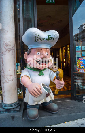 A caricature figure of a baker with an ice cream cone outside Bonitos sweetshop, Porto (Oporto), Portugal - Stock Photo