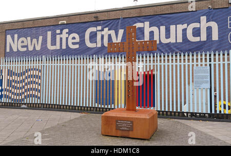 Belfast Falls Rd New Life City Church and iron cross - Stock Photo