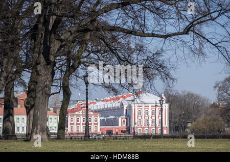 Lantern and trees in Alexandrovsky garden in Saint Petersburg city center with Twelve Colleges building at background, - Stock Photo