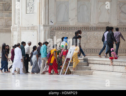 People entering the main building of the Taj Mahal,Uttar Pradesh,India - Stock Photo