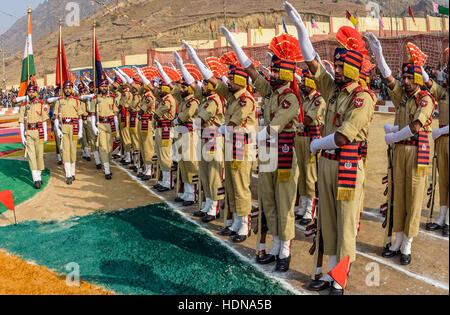Lethpora, Jammu and Kashmir, India. 14th Dec, 2016. Jammu and Kashmir Police (JKP) men take oath during their passing - Stock Photo