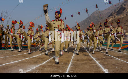 Lethpora, Jammu and Kashmir, India. 14th Dec, 2016. Jammu and Kashmir Police (JKP) men raise their legs as they - Stock Photo