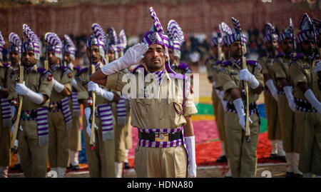 Lethpora, Jammu and Kashmir, India. 14th Dec, 2016. Jammu and Kashmir Police (JKP) men salute during their passing - Stock Photo